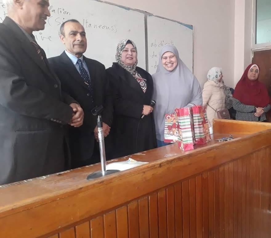 تكريم الطلاب الأوائل والمتميزين بقسم اللغة الانجليزية