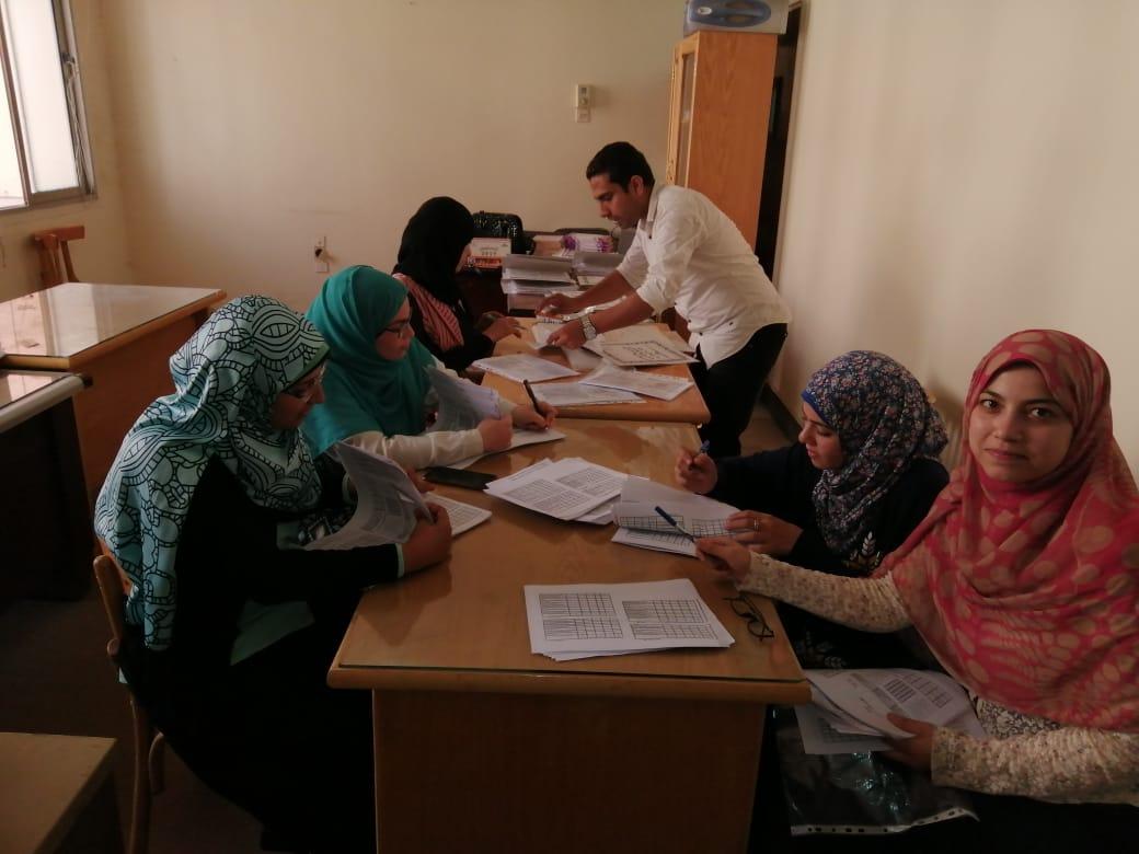إعداد وتجهيز استبيانات رضا الطلاب حول المقررات الدراسية وذلك استعدادا للعام الدراسي الجديد