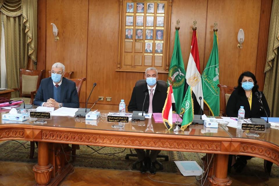 رئيس جامعة المنوفية يرأس لجنة اختيار عميد كلية التربية النوعية