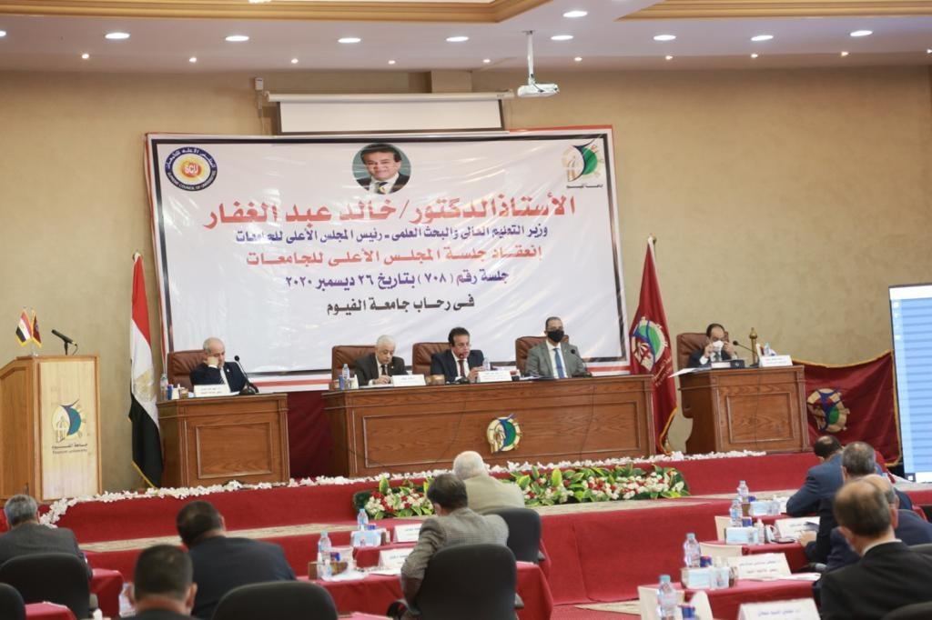 وزير التعليم العالي يؤكد على الالتزام بانتظام الدراسة وأعمال الامتحانات والإجراءات الاحترازية