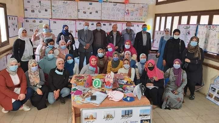 طلاب الإعلام التربوي يقيمون معرضا للصحافة المدرسية في ختام فعاليات التربية الميدانية للفصل الدراسي الأول
