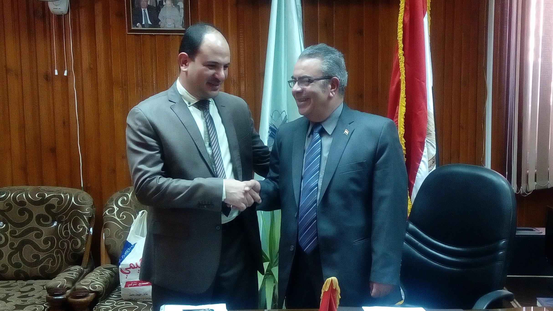 تهنئة العميد للدكتور احمد عبد الرحيم