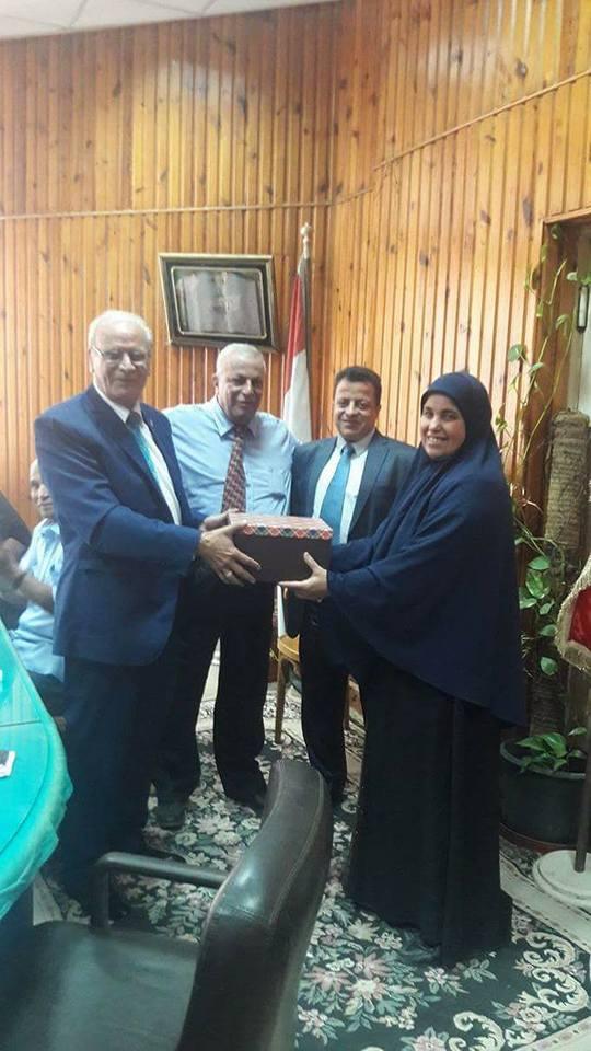 تكريم السيدة/ مجدة عطوة * مديرة مكتب رئيس القسم*