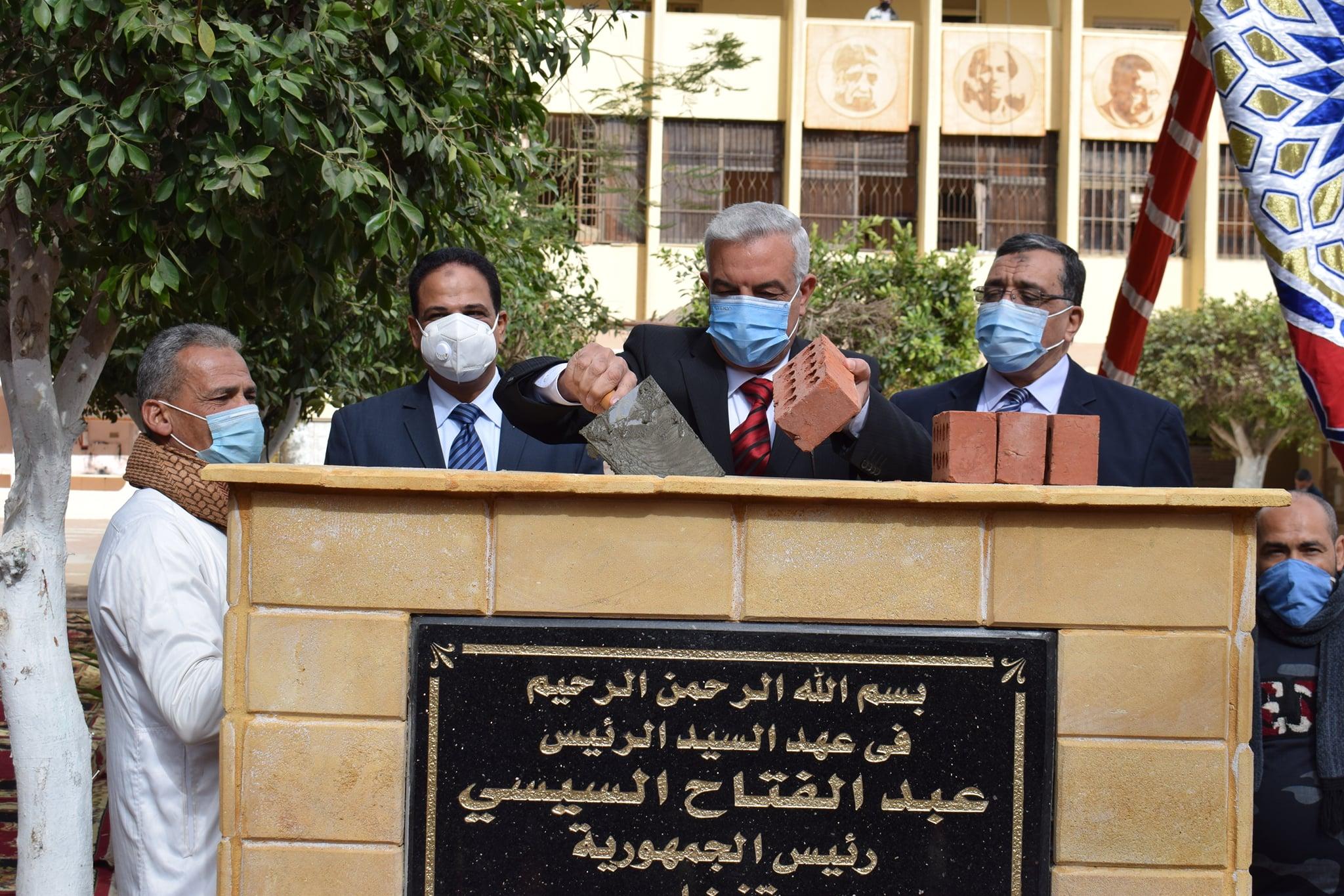 الدكتور عادل مبارك رئيس الجامعة والسادة أعضاء مجلس الجامعة وذلك لوضع حجر الأساس للمبنى الجديد بالكلية