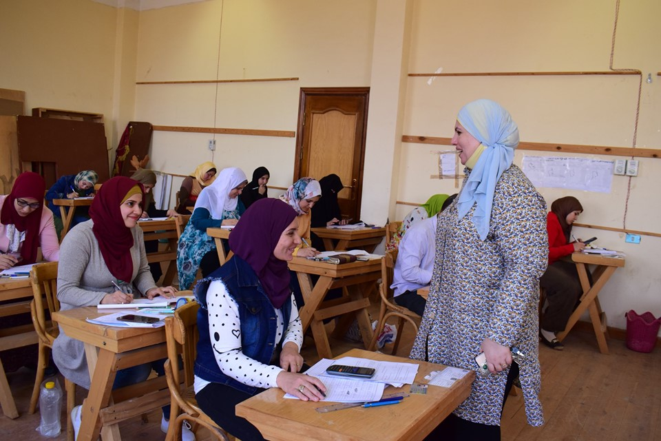 الوكيل يتفقد الامتحانات التحريرية لطلبة الدراسات العليا بالنوعية ..