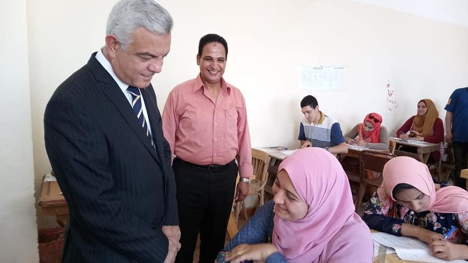 رئيس جامعة المنوفية يتفقد سير امتحانات الفصل الدراسي الثاني بالنوعية..