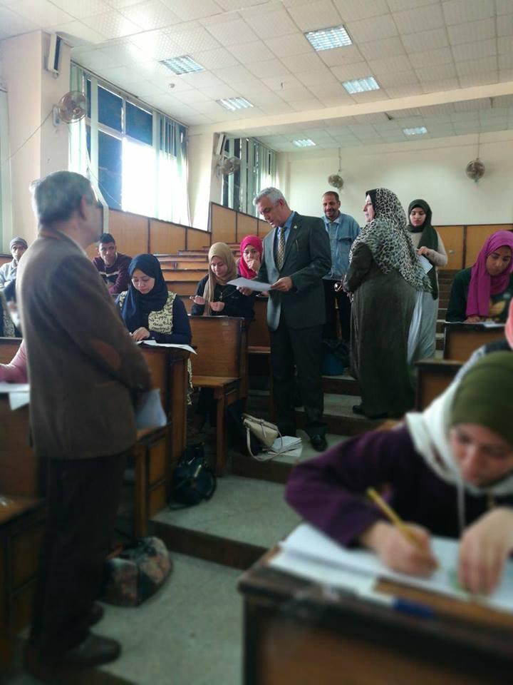 نائب رئيس الجامعة للتعليم والطلاب يتفقد امتحانات التخلفات بالنوعية