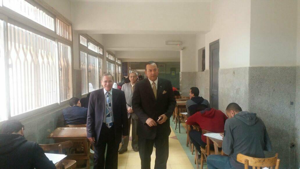 رئيس جامعة المنوفية يتفقد إمتحانات الفصل الدراسى الأول