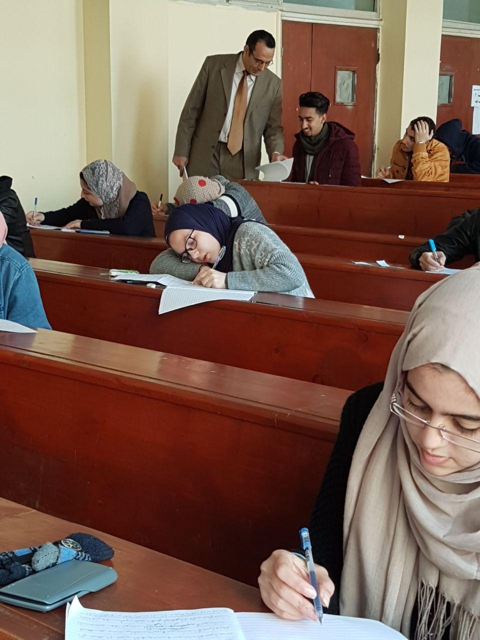 أ.د /ابراهيم النجار بتفقد لجان امتحانات شعبة اللغة الانجليزية