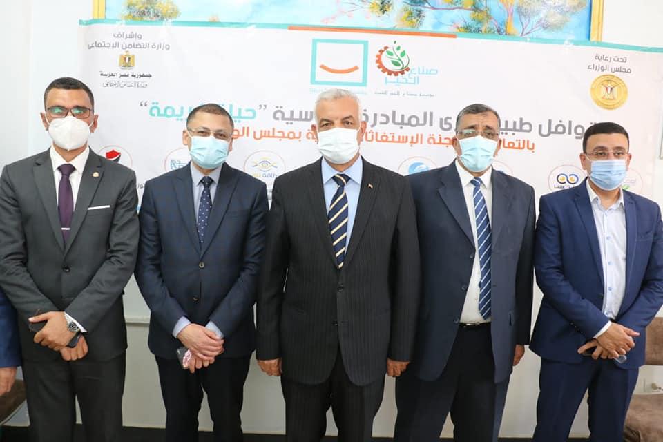 مبارك يتفقد فعاليات القافلة الطبية لجامعة المنوفية ومؤسسة صناع الخير إلى قرية دمليج