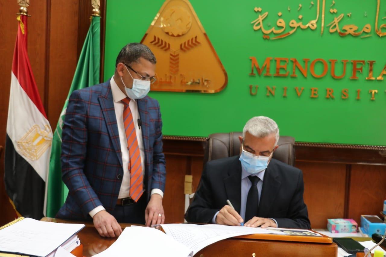رئيس جامعة المنوفية يعتمد نتيجة بكالوريوس الطب الدفعة ٣٤