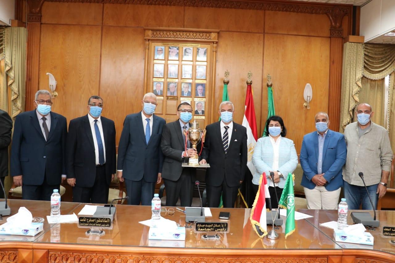 طب المنوفية تفوز بجائزة المركز الأول في إستقبال الطلاب للعام الجامعى 2020 / 2021