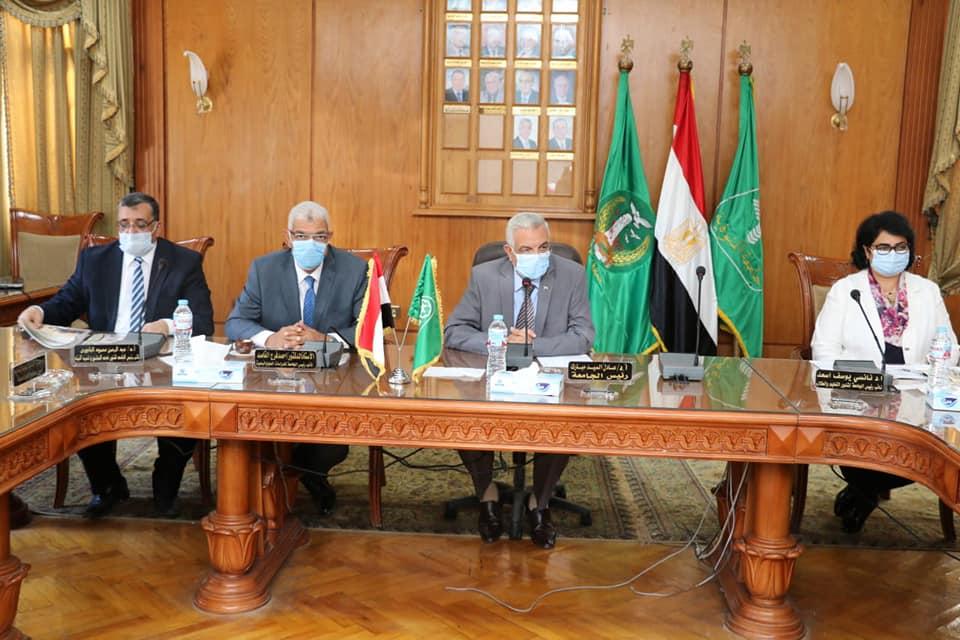 مجلس جامعة المنوفية يوافق على صرف شهر ونص مكافأة للجهاز الإدارى بمناسبة العام الدراسى الجديد