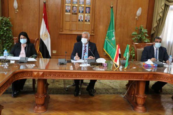 مبارك يستعرض البرامج التدريبية التى يقدمها مركز الدراسات الاستراتيجية وإعداد القادة