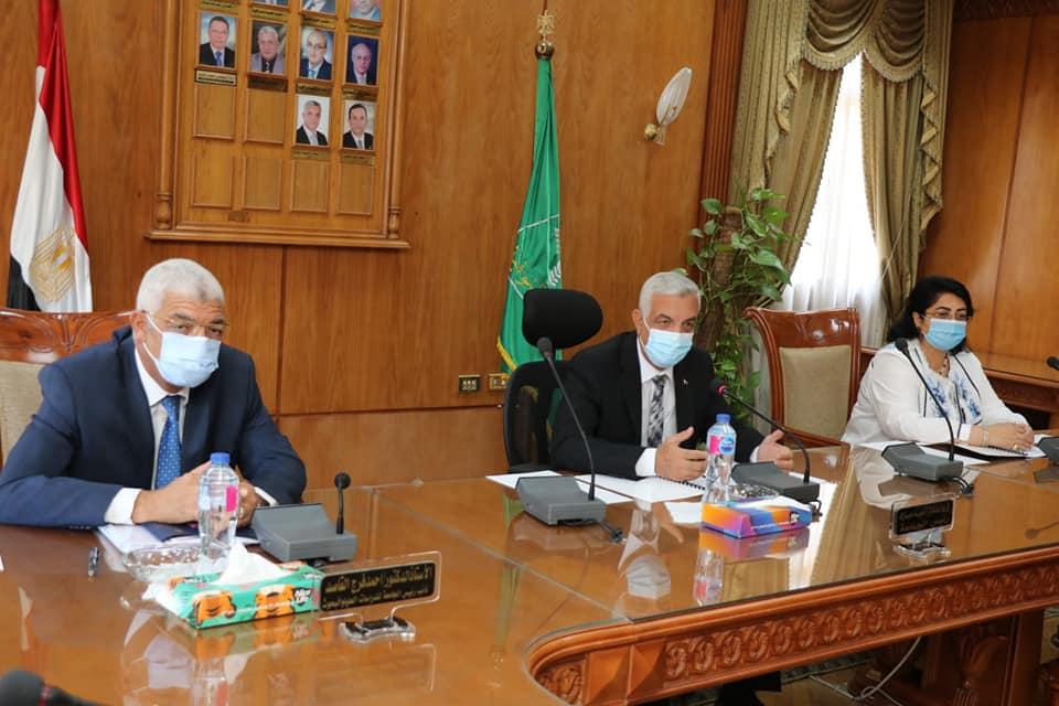 رئيس جامعة المنوفية يعقد الجلسة الشهرية لمتابعة أعمال لجنة المنشآت الجامعية سبتمبر ٢٠٢١
