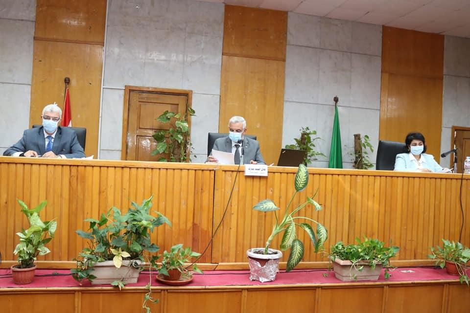 مجلس جامعة المنوفية يعقد جلسته الشهرية برئاسة مبارك