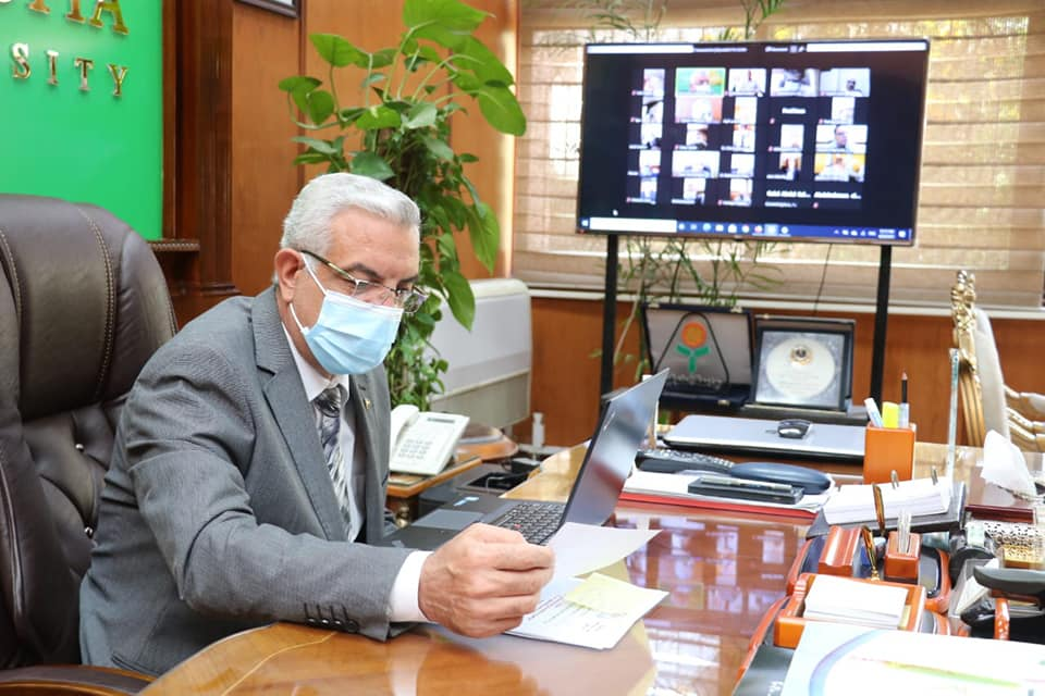 The President of the University of Menoufia holds the monthly meeting of the Online Laboratory Commission