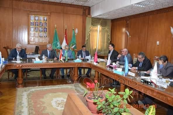 رئيس جامعة المنوفية يجتمع باللجنة العليا للحاسبات والمعلومات