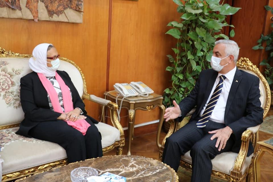 مبارك يستقبل فريق الزيارة الميدانية لمعهد الكبد القومى من الهيئة القومية لضمان جودة التعليم والاعتماد
