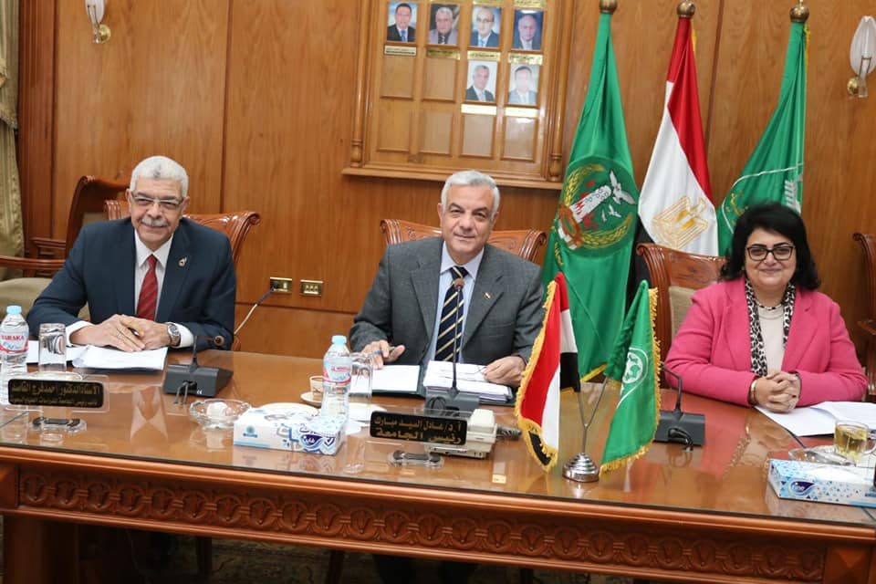 رئيس جامعة المنوفية يعقد جلسة مجلس الجامعة لشهر يناير ٢٠٢٠