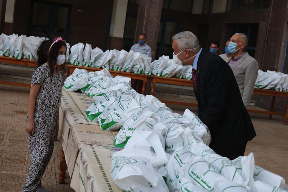 فجر اليوم: رئيس جامعة المنوفية يستقبل ٢٨٠ عائدا من الخارج وتسكينهم بمدينة الأمل