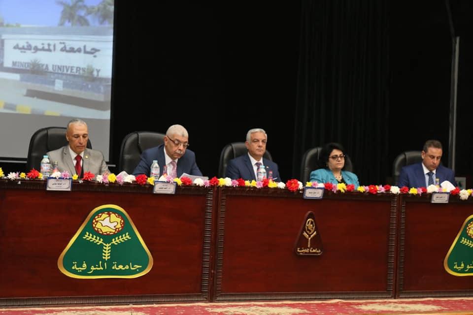الآداب تفتتح ١٣ مؤتمرا علميا بالمنتدى الدولي الأول بمشاركة ٥٠٠ عالم وباحث في العلوم الإنسانية والتنمية