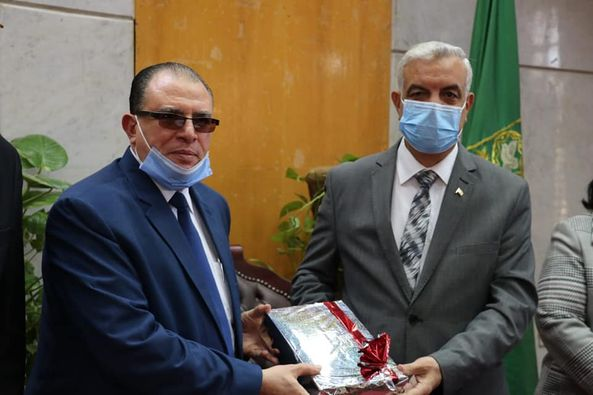 The President of Menoufia University honors the Assistant Secretary General of the University