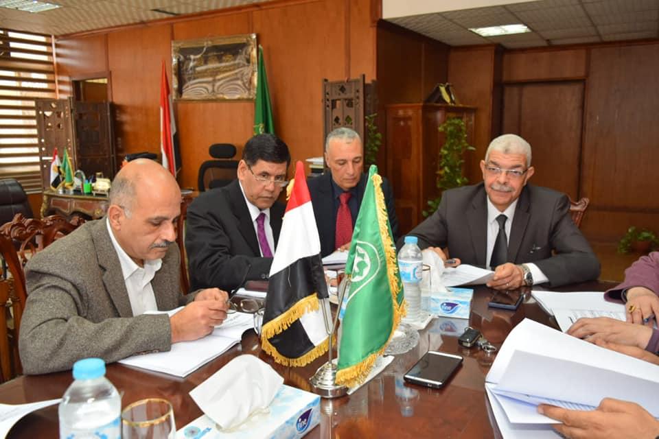 اللجنة السابعة لإحتياجات بجامعة المنوفية تتابع مناقشة و تنفيذ الخطة الخمسية لكليات الجامعة
