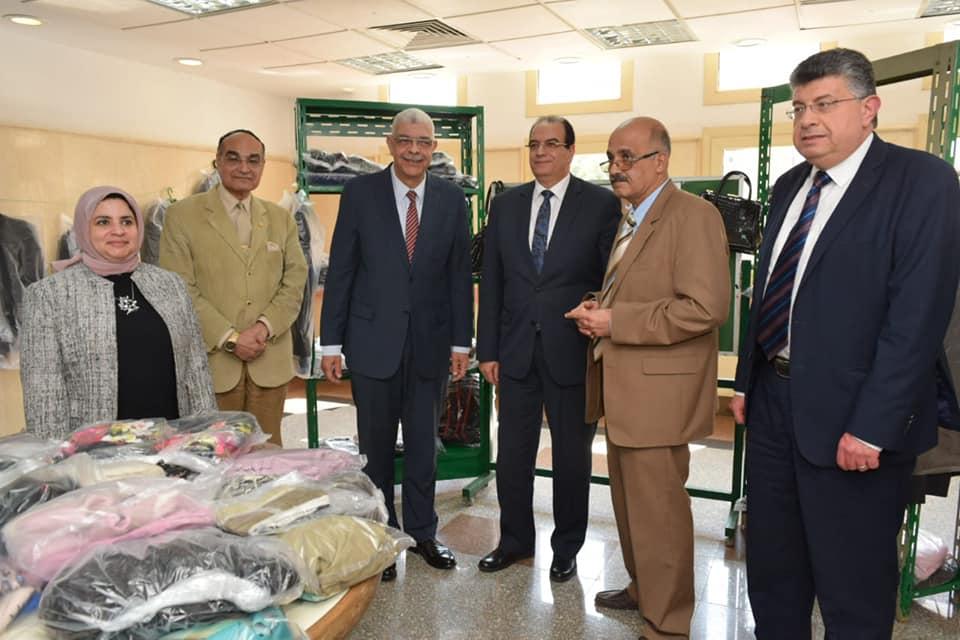 القاصد يفتتح معرض الملابس الخيري بمعهد الكبد القومي بجامعة المنوفية