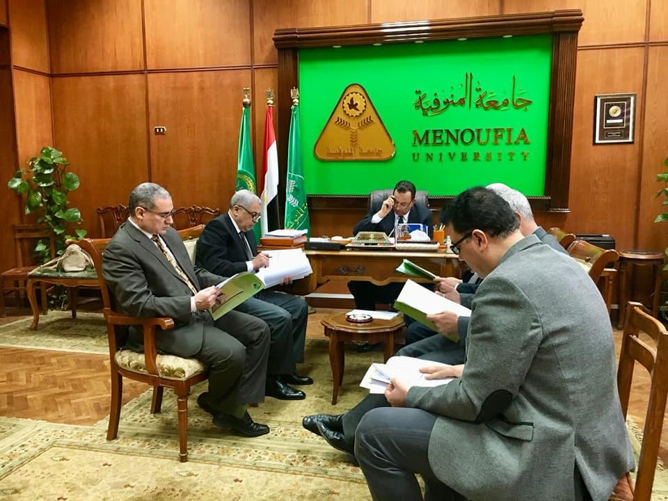 اجتماع الدكتور معوض الخولى رئيس جامعة المنوفية بأعضاء مجلس إدارة مركز نظم وتكنولوجيا المعلومات