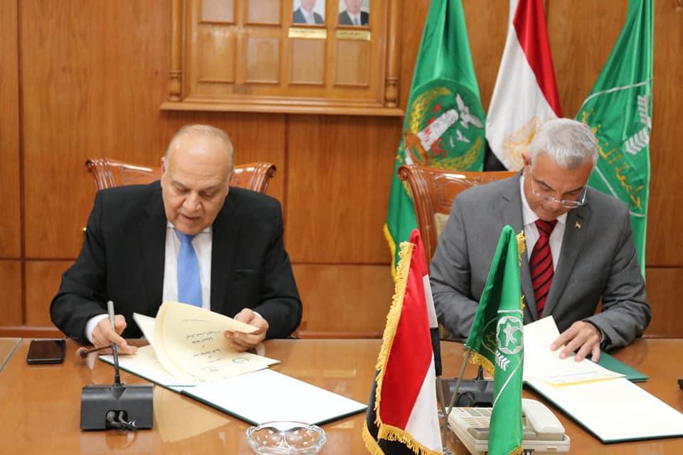 رئيس جامعة المنوفية يوقع اتفاقية تعاون مع اتحاد الجامعات العربية