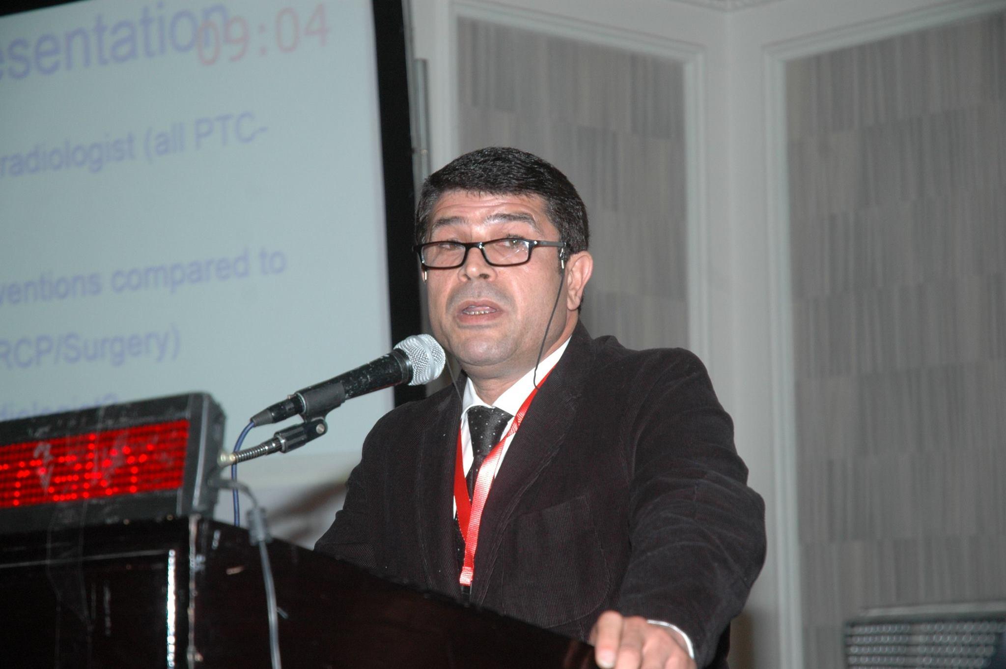 الدكتور محمد الوراقي أستاذ الأشعة التداخلية بمعهد الكبد القومي
