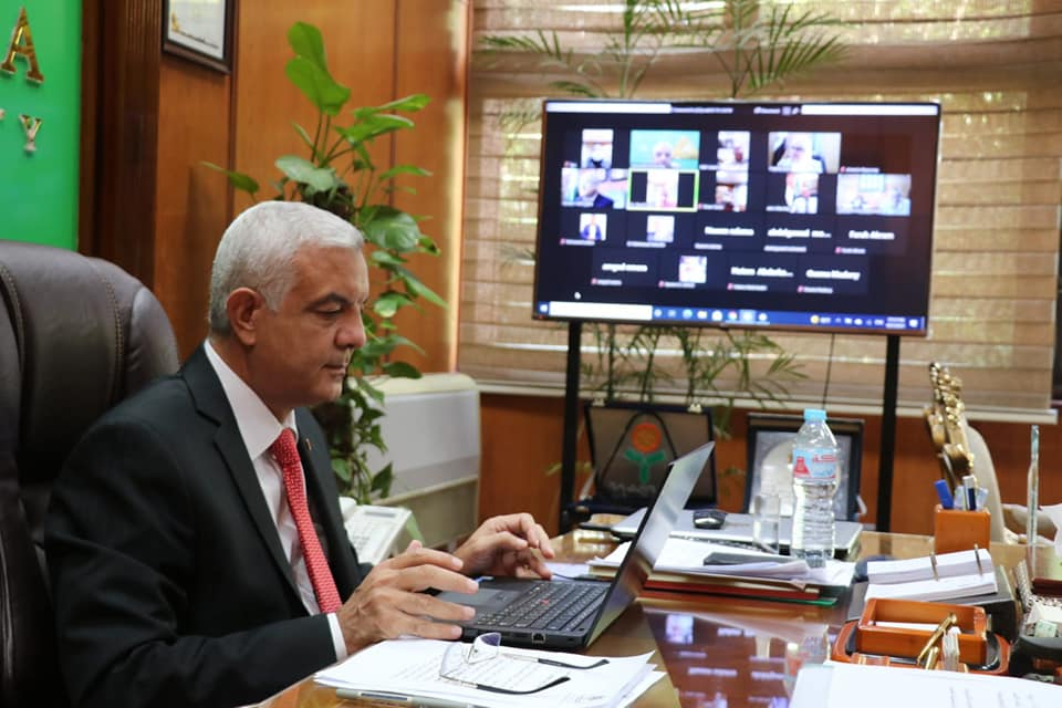 """The President of Menoufia University meets with his deputies, the Secretary-General of the University and the deans of the faculties """"Online"""""""
